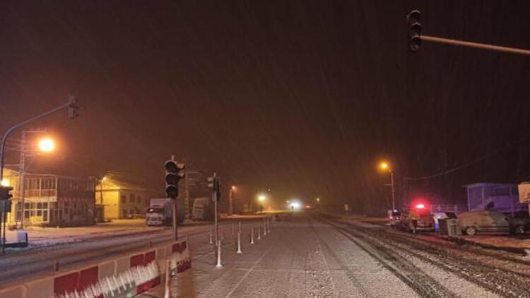 Malatya- Kayseri karayolu 2 saat trafiğe kapatıldı