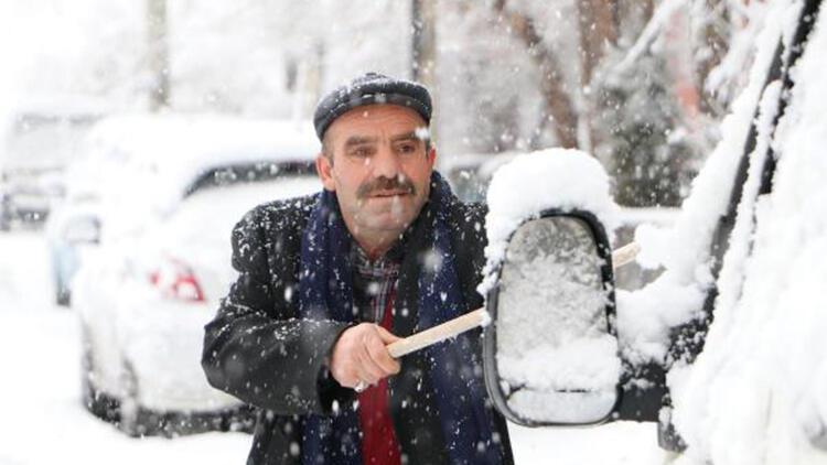 Doğu'da kar etkili oldu; yollar kapandı, eğitime ara verildi