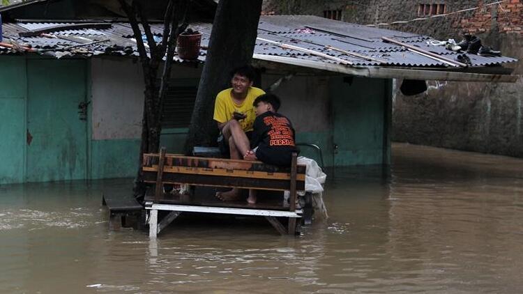 Endonezya'daki heyelanda ölü sayısı 12'ye çıktı