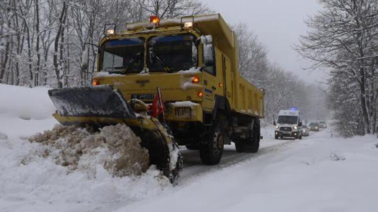 Bursa'da kar küreme aracı ambulansa yol açtı