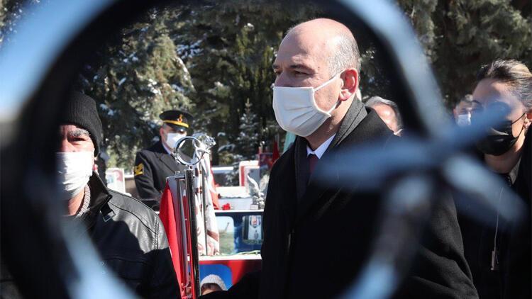 Bakan Soylu, Orgeneral Bitlis ile Merasim Sokak şehitlerinin kabirlerini ziyaret etti