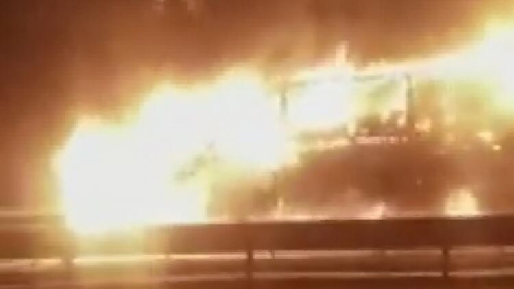 Bursa-İstanbul Karayolu'nda kimyasal madde yüklü TIR alev alev yandı