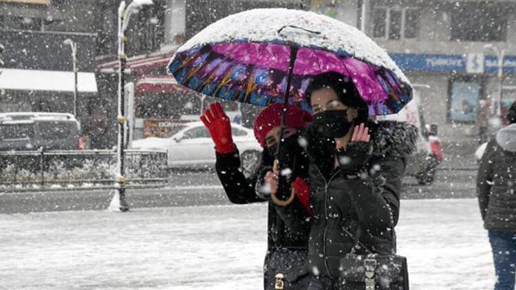 Meteoroloji'den son dakika İstanbul açıklaması! Kar yerini yağmura bırakıyor...