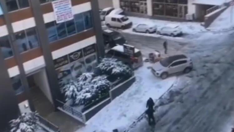 Esenyurt'ta karlı yolda kayan otomobil duvara çarpıp savruldu