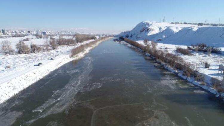 Kızılırmak dondu, Altınyayla ilçesi eksi 26 ile Türkiye'nin en soğuk yeri oldu