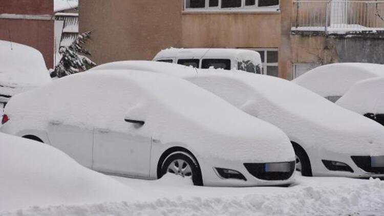 Bitlis'te 188 köy yolu kardan kapandı
