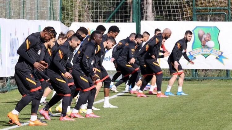 Galatasaray'da Feghouli takımdan ayrı çalıştı! Alanyaspor hazırlıkları...