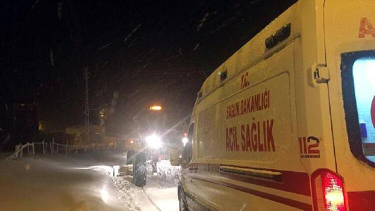 Yolu kapanan mahallelerdeki hastalara, karla mücadele ekipleriyle ulaşıldı