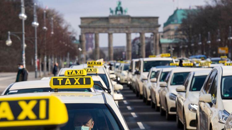 Taksiciler Yolcu Taşıma Yasası'nda değişikliği protesto etti
