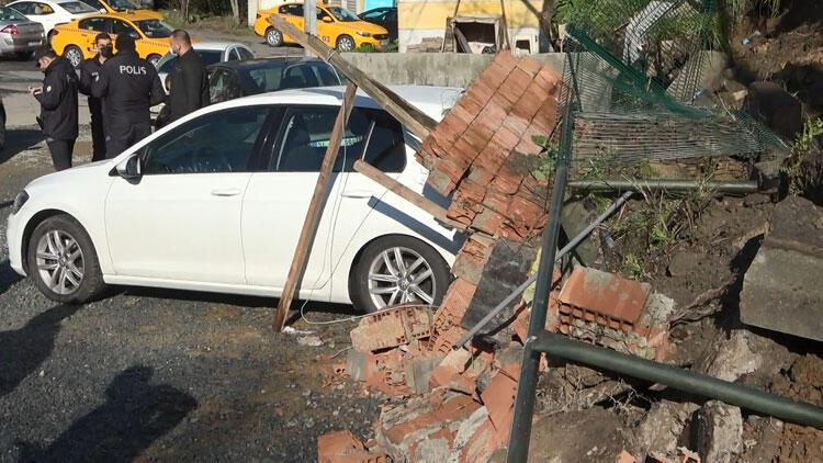 Beşiktaş'ta istinat duvarı çöktü! Araçlar altında kaldı...