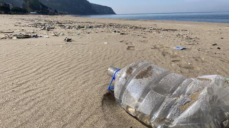Bartın'da çöp sahile vurdu
