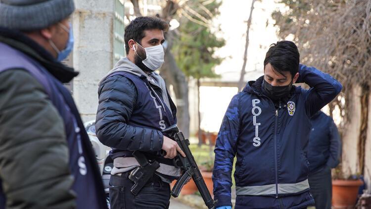 Fatih'te akraba olan iki kişi arasında çıkan kavga kanlı bitti: 2 yaralı