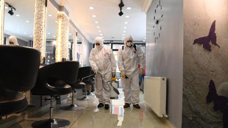 Kadın kuaförleri koronavirüse karşı dezenfekte edildi