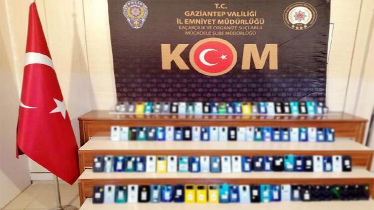 Gaziantep'te kaçak telefon ve sigara operasyonu
