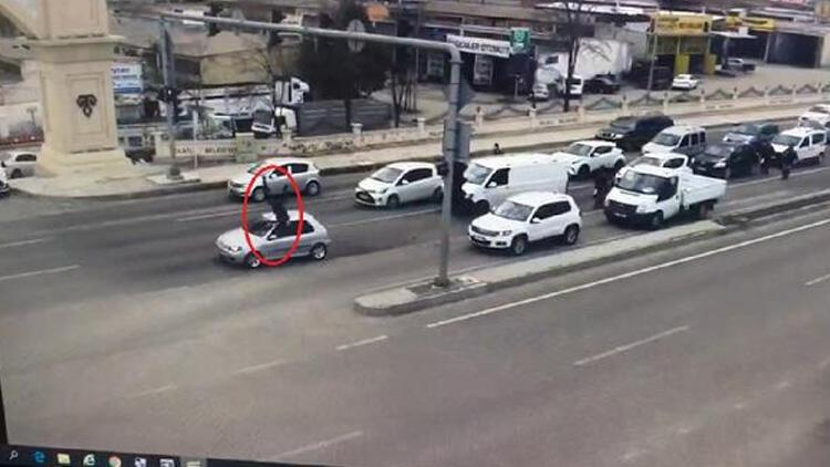 Ankara'da 'dur' ihtarına uymayan ehliyetsiz sürücü, polise çarptı