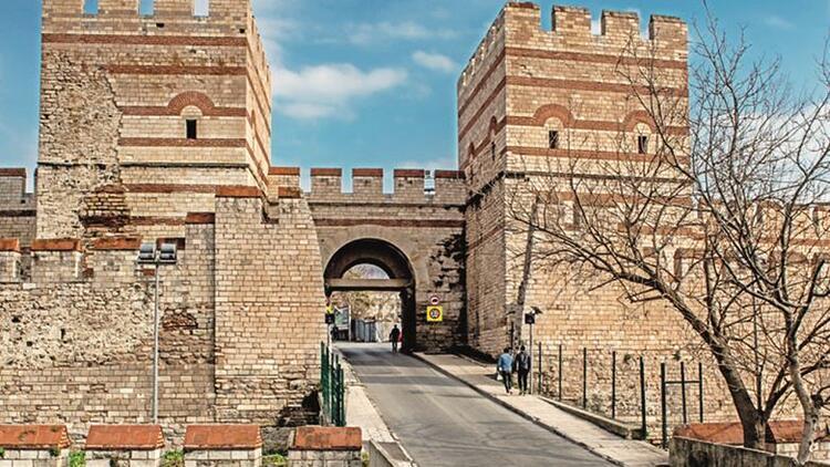 Yüzyıllara meydan okuyan kapılar