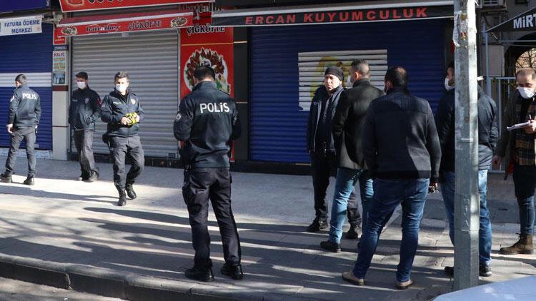 Diyarbakır'da dehşet anları!Kuyumcu ve berbere silahlı saldırı...