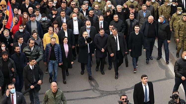 Ermenistan'da muhtıra sonrası orta yol arayışları