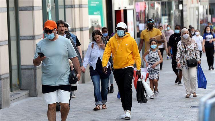 Belçika'da üçüncü dalga endişesiyle koronavirüs tedbirleri gevşetilmedi