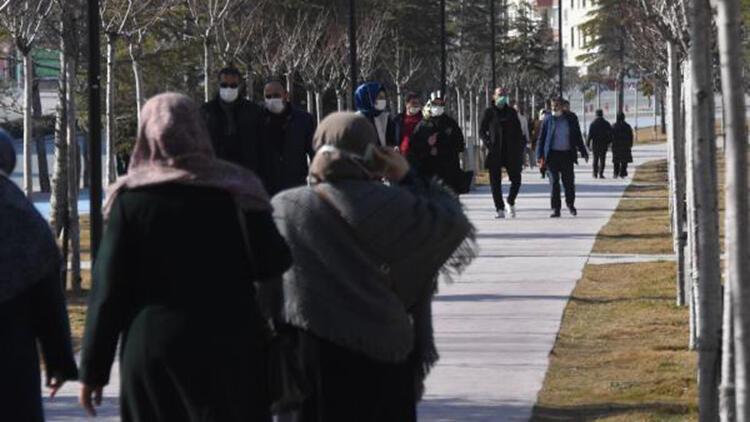 Vaka sayısı artan Konya'da, kısıtlamaya rağmen hareketlilik