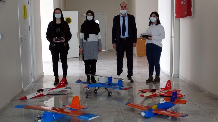 Model uçak yapan Vanlı kızların 'Selçuk Bayraktar' heyecanı
