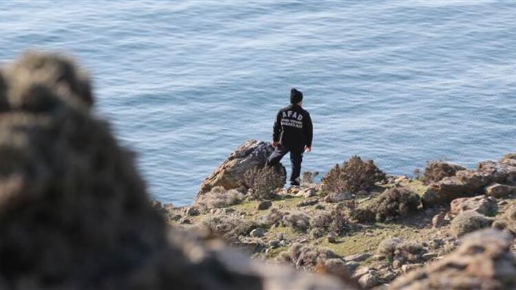 Gökçeada'da tekne batması sonucu kaybolan jandarma trafik tim komutanını Fatih Toykuyu'yu arama çalışmaları sürüyor