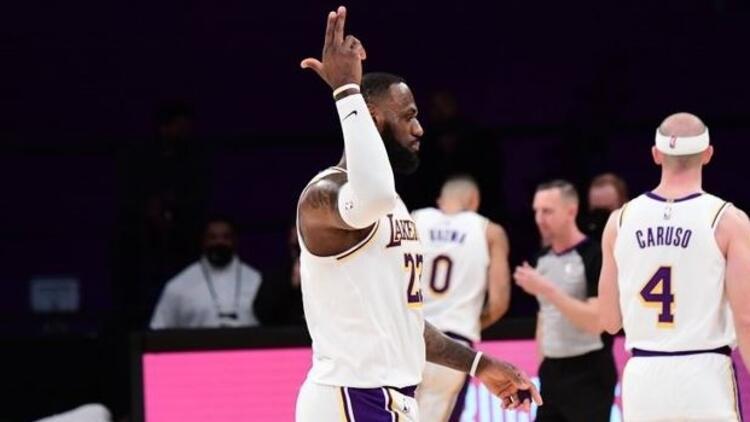 NBA'de günün sonuçları: Lakers, Warriors engelini rahat geçti
