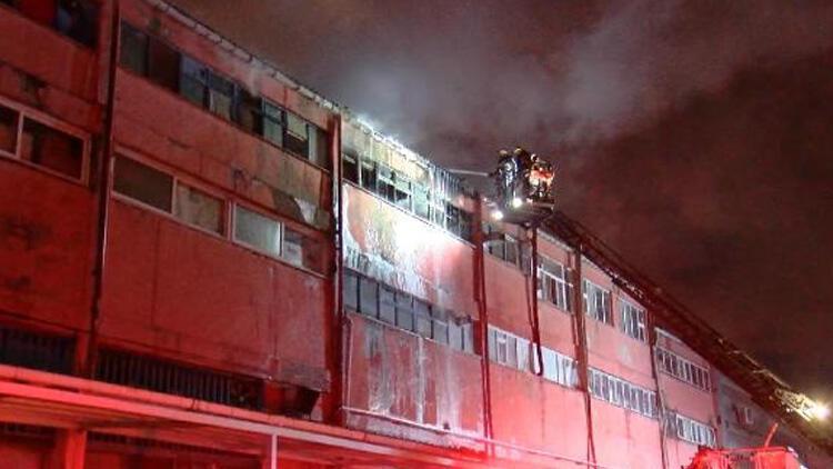 Sultangazi'de sanayi sitesinde yangın paniği!