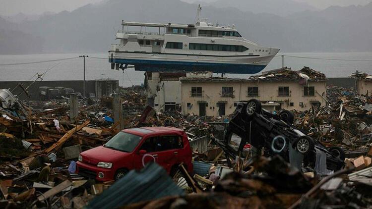 Büyük felaketin 10. yıldönümünde eski başbakanlardan 'vazgeçin' mesajı