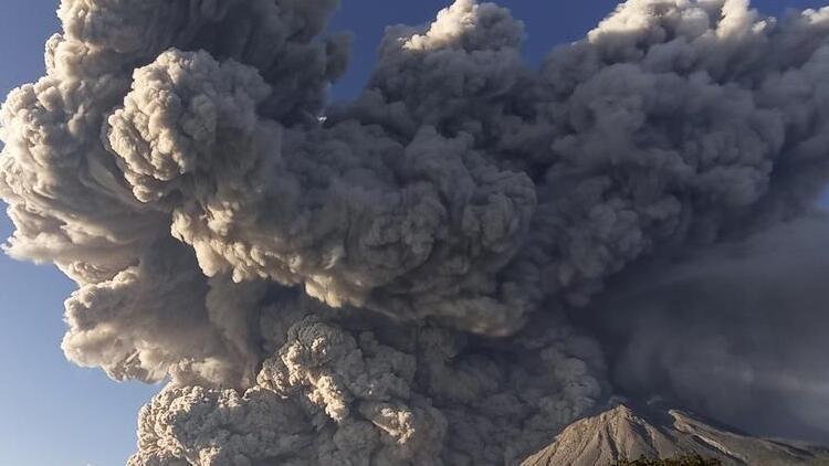 Sinabung Yanardağı'nda korkutan hareketlilik
