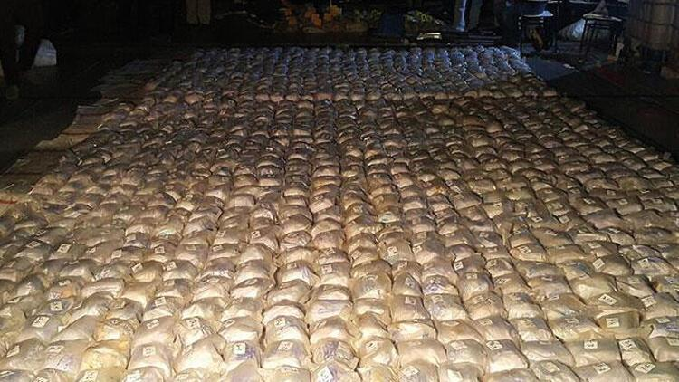 Güney Afrika'da gemiye düzenlenen operasyonda 1 ton kokain ele geçirildi