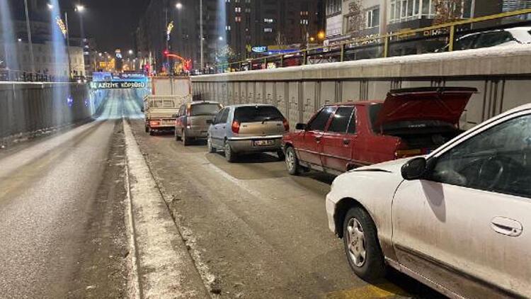 Erzurum'da 9 aracın karıştığı zincirleme kaza!