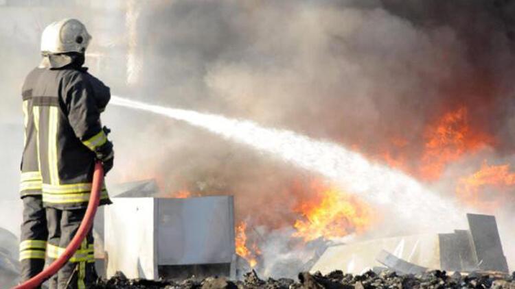 Kayseri'de hurdalıkta çıkan yangın paniğe neden oldu