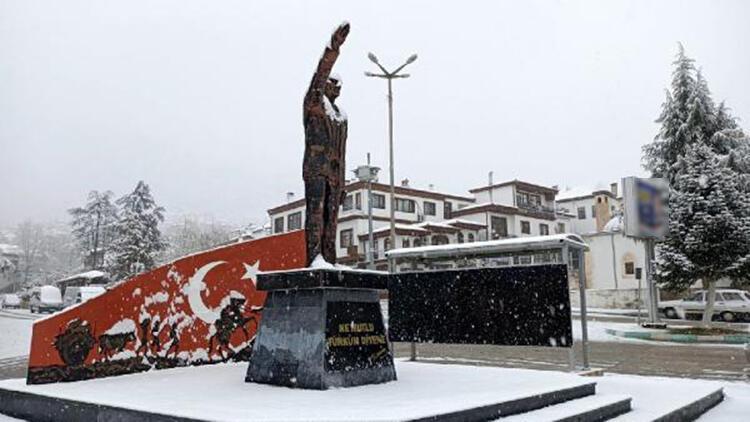 Antalya'nın yüksek kesimlerinde kar yağışı etkili oldu