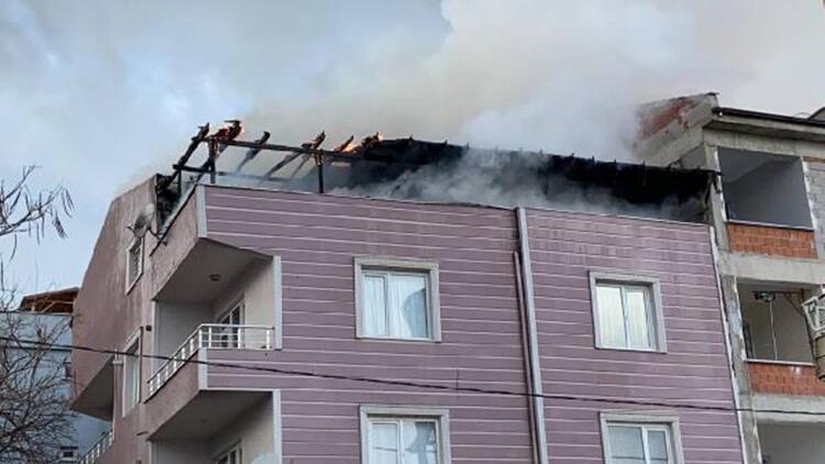 3 katlı binanın çatı katında korkutan yangın