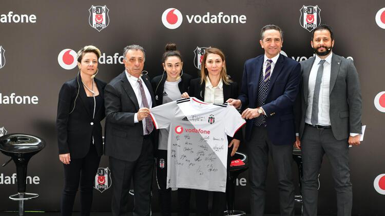 Vodafone, Beşiktaş Kadın Futbol Takımı'na isim ve göğüs sponsoru oldu