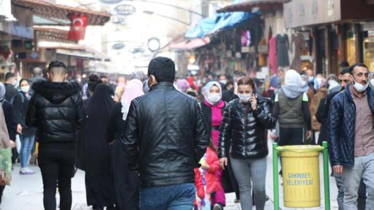 Gaziantep'te çarşı ve meydanlarda yoğunluk