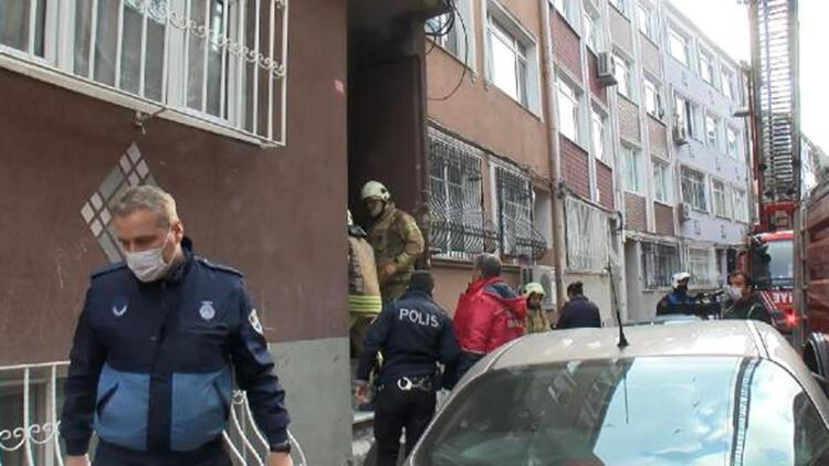 Fatih'te 4 katlı binanın kömürlüğünde yangın çıktı