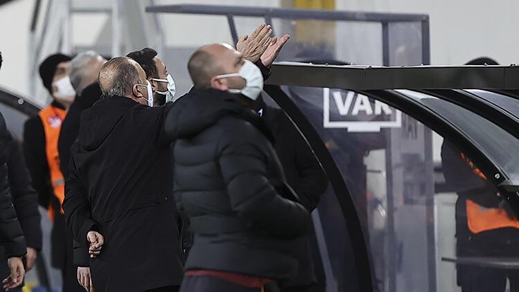 Galatasaray'da Fatih Terim, tribündeki yöneticilerle tartıştı!