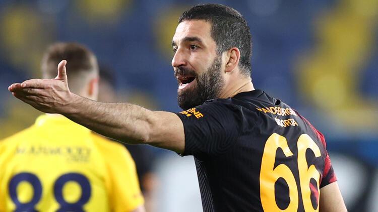 """Arda Turan isyan etti! """"Galatasaray'ın hakkını savunacak birileri elbet çıkar"""""""