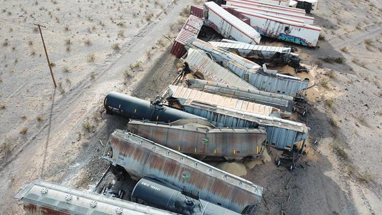 ABD'de feci kaza! 44 vagon raydan çıktı