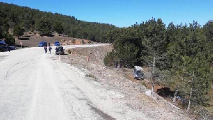 Takla atan minibüsteki çift öldü, torunları yaralandı