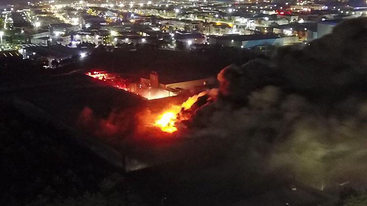 Son dakika: Tuzla'daki bir fabrikada korkutan yangın! Çok sayıda ekip sevk edildi