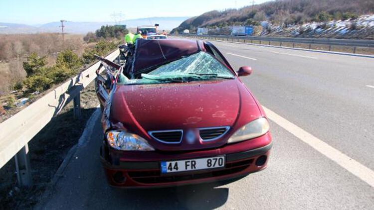 TIR'a çarpan otomobilde yaralandı