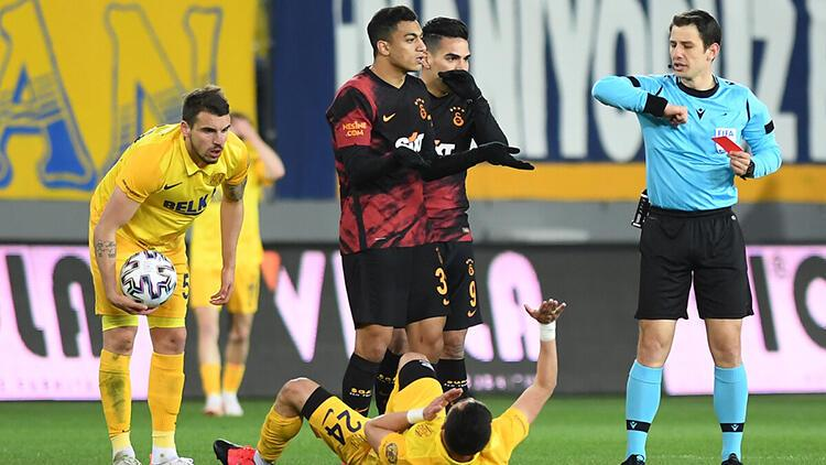 Mostafa Mohamed'in kırmızı kart kararı sonrası tartışma devam ediyor! 'Verilen karar...'