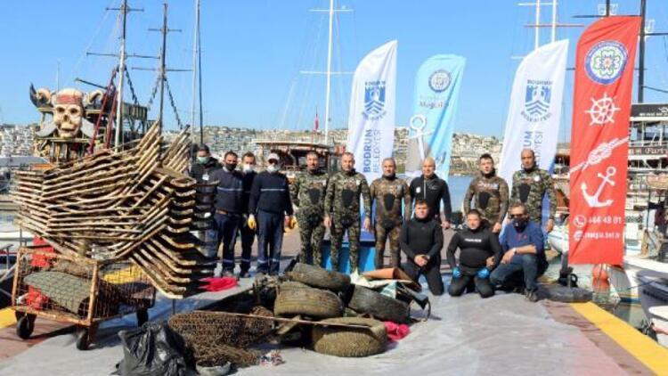 Bodrum'da denizden 500 kilo çöp çıktı... Şezlong bile var