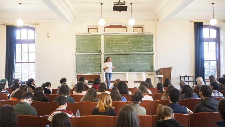 Üniversitelerdeki kadın akademisyen sayısı artıyor
