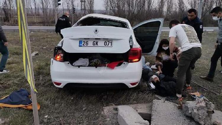 Eskişehir'de servis otobüsü ile otomobil çarpıştı! 1 ölü, 1 yaralı