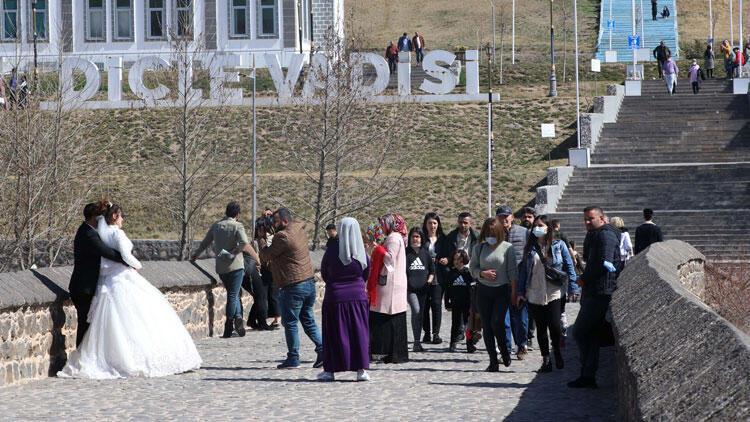 Kısıtlamasız ilk hafta sonu Diyarbakırlılar, tarihi mekanlara akın gitti