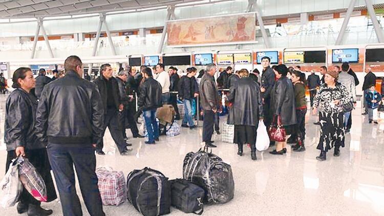 Krize giren Ermenistan'da halk göçmeye başladı